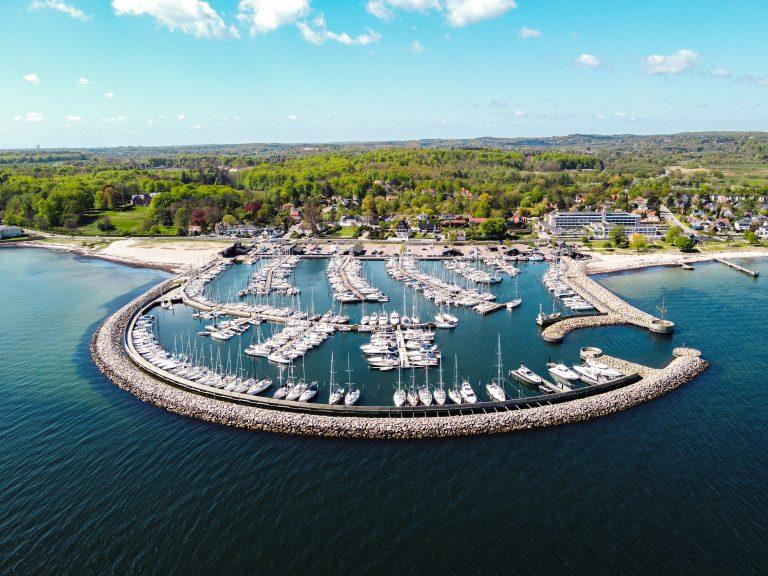 udsigt over Hotel Marina og havnen billede
